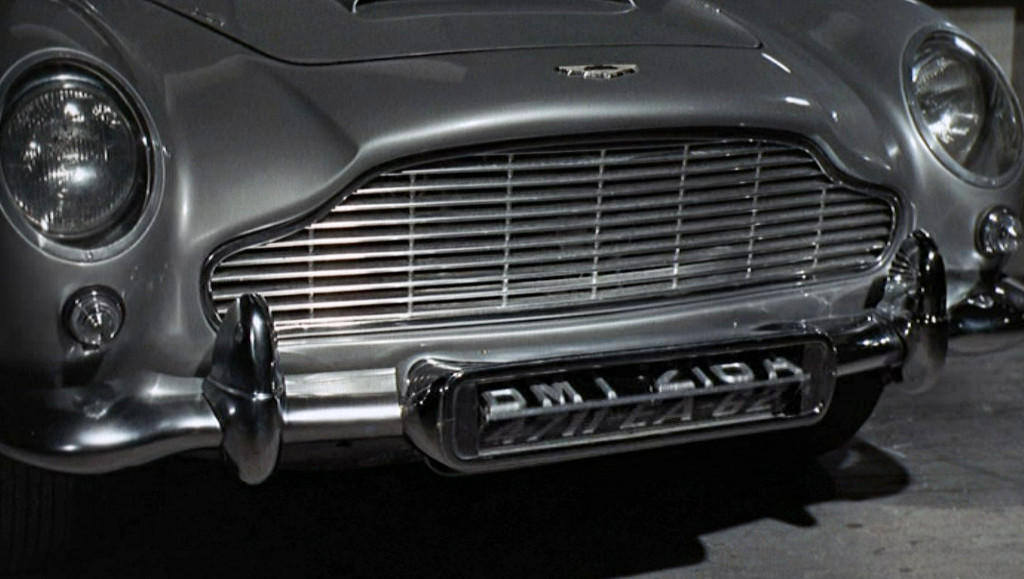 Aston Martin DB5 - James Bond Gadgets